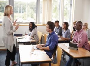"""""""两年制英国大学MBA学位课程""""中国项目招生简章"""